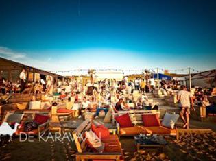 Scheveningen strand beachclub de karavaan